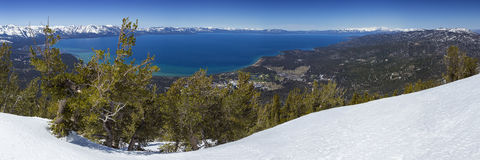 全景的太浩湖在冬天俯视 库存照片