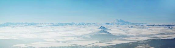 全景的山 库存图片