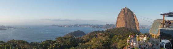 全景的Sugarloaf的游人-里约热内卢 免版税库存图片