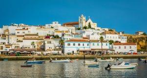 全景瞄准镜在Ferragudo,阿尔加威,葡萄牙 库存照片