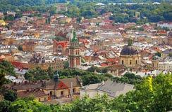 全景瞄准镜镇Lvov (利沃夫州)在乌克兰 免版税库存图片
