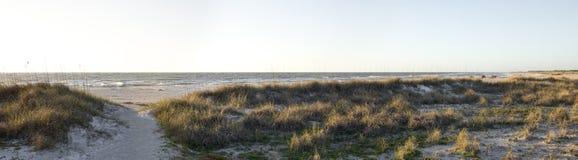 全景空的佛罗里达墨西哥湾海岸的海滩 库存图片