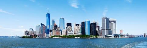 全景纽约曼哈顿地平线和自由塔 免版税图库摄影
