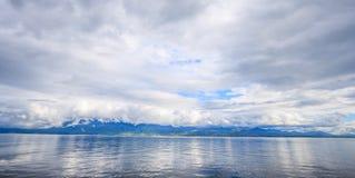 全景莱芒湖,一瑞士` s多数巡航的湖在欧洲,沃州,瑞士 背景的设计 免版税库存照片