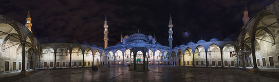 全景蓝色清真寺在伊斯坦布尔 免版税库存照片
