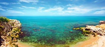 全景蓝色的盐水湖 免版税图库摄影
