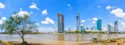 全景西贡河在胡志明市中心 库存照片