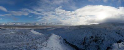 全景视图与在山的冬天 圣诞节横向魔术晚上 库存照片