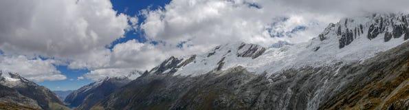 全景视图秘鲁,布兰卡山脉 免版税图库摄影