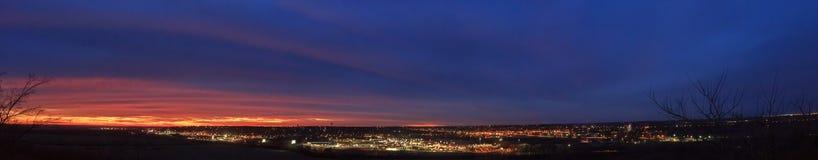 全景连接城市的夜间 免版税库存图片