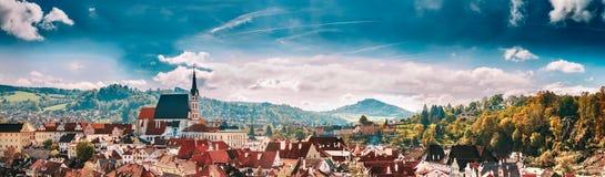 全景都市风景捷克克鲁姆洛夫,捷克共和国 免版税库存照片