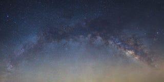 全景银河星系桥梁如被看见从泰国 库存图片