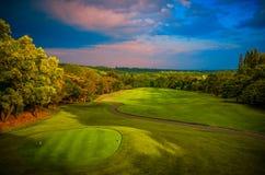 全景高尔夫球和CC。 免版税库存照片