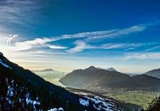 全景鸟瞰图向从高山的Luzern湖 库存图片