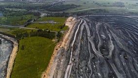 全景鸟瞰图射击了露天开采矿矿联合矿业,倾销者,挖掘农业剥离的工作 大黄色 股票视频