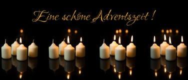 全景,与很多蜡烛的出现季节,德国文本 库存图片