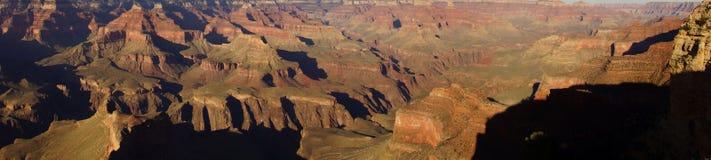 全景,黄昏视图到科罗拉多河峡谷里 免版税库存图片