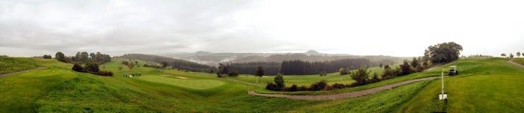 全景:在高尔夫球场的秋天 库存照片