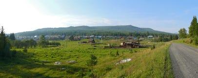 全景 俄罗斯, Alanga 高加索dombai横向本质夏天 具球果森林T 库存图片