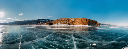 全景结冰的冬天贝加尔湖 免版税库存照片