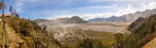 全景Bromo腾格尔国家公园 免版税库存照片