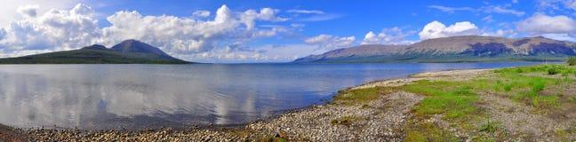 全景Putorana高原的山湖 图库摄影