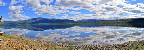 全景Putorana高原的山湖 免版税库存照片