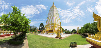 全景Wat Phrathat在乌汶叻差他尼省的Nong Bua, Tha 库存照片