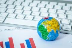 全球企业图或图表与键盘 免版税库存照片