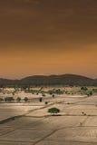 全球性变暖,死了和在干旱的季节,看法的破裂的土壤  库存图片