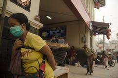 全球性火山的风险多数人在印度尼西亚 图库摄影