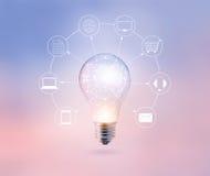 全球性电灯泡的圈子和象顾客在淡色背景、Omni海峡或者多渠道的网络连接 免版税库存图片