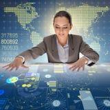全球性计算的概念的妇女 免版税图库摄影