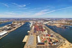 全球性集装箱码头在巴约讷 免版税库存照片