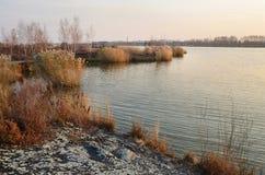 全球性Geopark的湖Yaoquan在五大连池在华北在秋天在晚上 库存图片