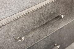 全白的皮革Jett沙发有时髦的结束的清晰线到所有客厅 3-seater长沙发 免版税图库摄影