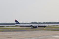 全美航空公司收税在NY的JFK机场的空中客车A321 免版税库存照片