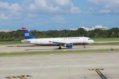 全美航空公司飞机离去 免版税图库摄影