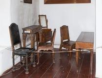17-18全视图的世纪价值木家具在对老城市的尖沙咀钟楼 Sighisoara市在罗马尼亚 图库摄影