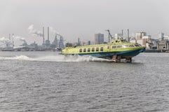 全速水翼艇在荷兰运河 免版税库存照片