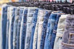 全部不同的蓝色牛仔裤,选择聚焦 免版税图库摄影