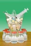全部在一个花瓶的医学在绿色背景 免版税库存图片
