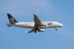 全部波兰航空公司巴西航空工业公司ERJ-170 图库摄影
