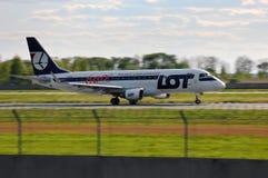 全部波兰航空公司巴西航空工业公司ERJ-170 免版税库存照片