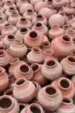 全部泥罐在一个地方市场的待售,印度 库存图片