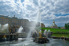 全部级联 Peterhof宫殿 库存图片