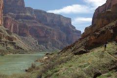 全部背包徒步旅行者的峡谷 库存图片