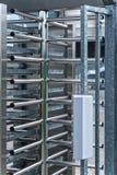 全高度旋转门被守卫的体育场入口 免版税库存照片