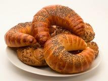 全麦的小圆面包和新月形面包 库存图片