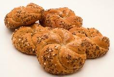 全麦的小圆面包 库存照片